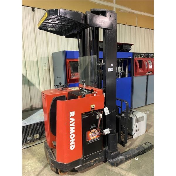 RAYMOND MODEL 20T-DR25TT ORDER PICKER  WITH CHARGER METER READS 2297 HOURS