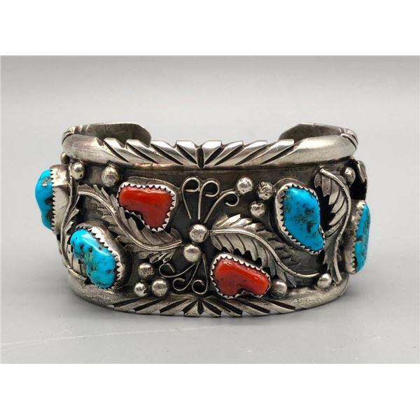 Vintage Coral Bracelet - Classic 70s Style