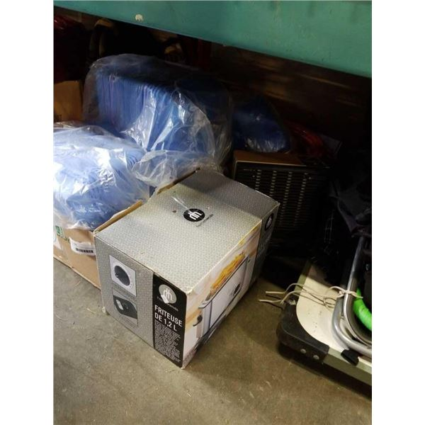 ROLL OF HOSE, PLASTIC CONTAINERS AND DEEP FRYER