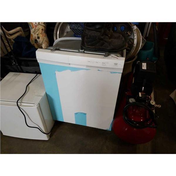 WHITE IKEA BUILT IN DISHWASHER
