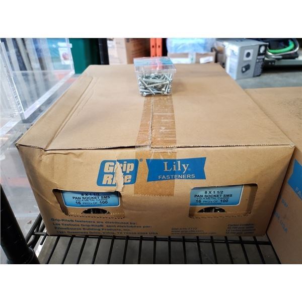 "Box of 8 x 1 1/2"" pan socket sms screws"
