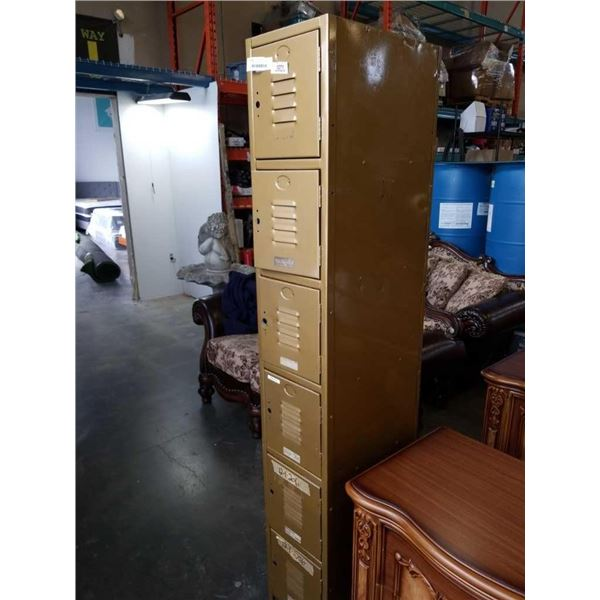 6 DOOR CUBBY LOCKER