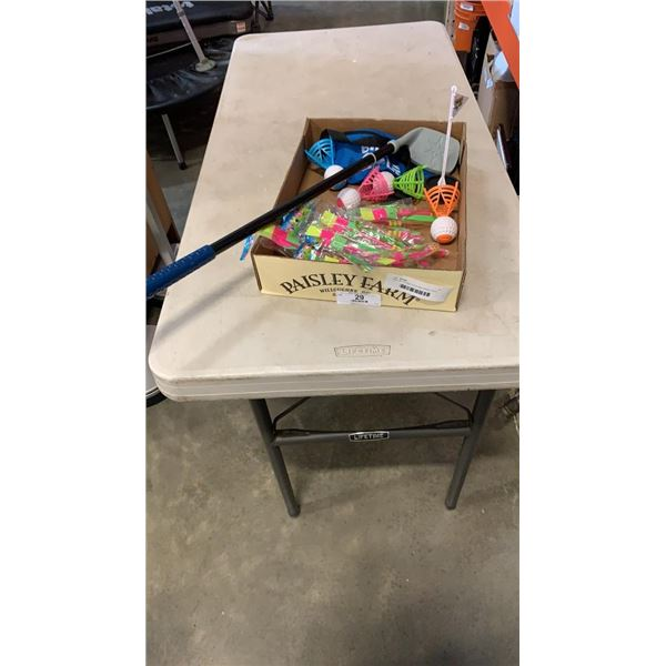 TRAY OF FLYING TOYS AND BIRDIE GOLF GAME
