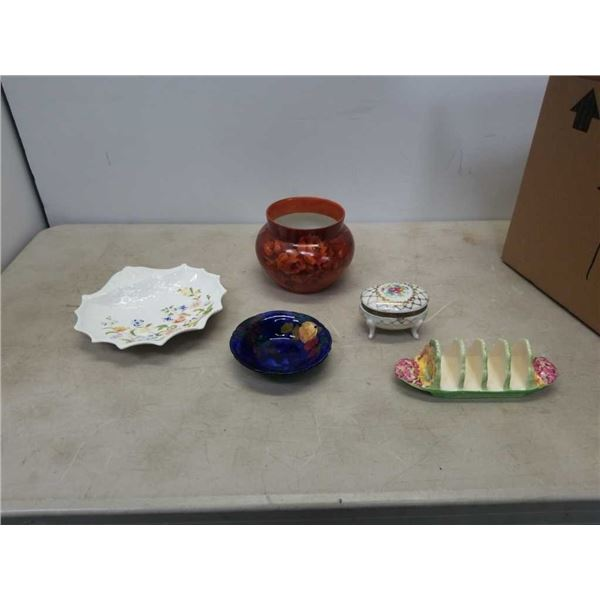 Lot of pottery items Royal Winton bread tray, Titian ware dish signed by artist - FX Abram, Meisser