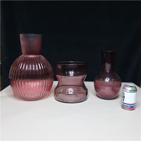 LOT: GLASS VASES / VASES EN VERRE