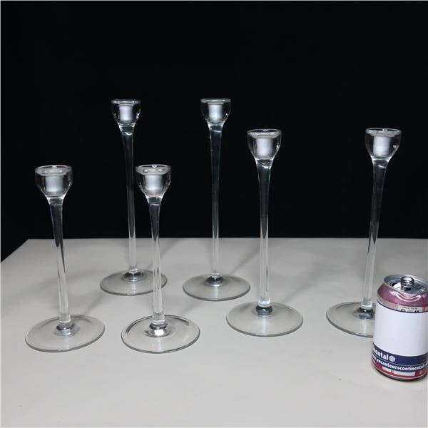 LOT: 6 GLASS CANDLE HOLDERS / PORTE-CHANDELLE