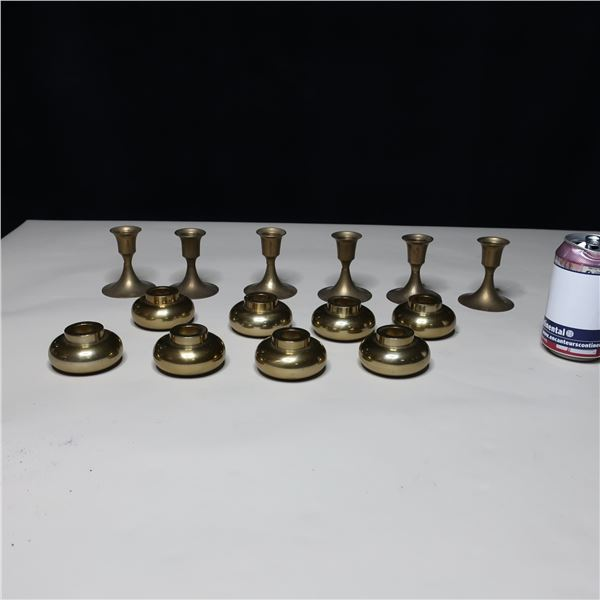 LOT: 14 BRASS CANDLE HOLDERS/ PORTE-CHANDELLE