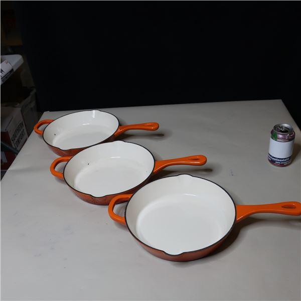 LOT: 3 CROCK POT PANS