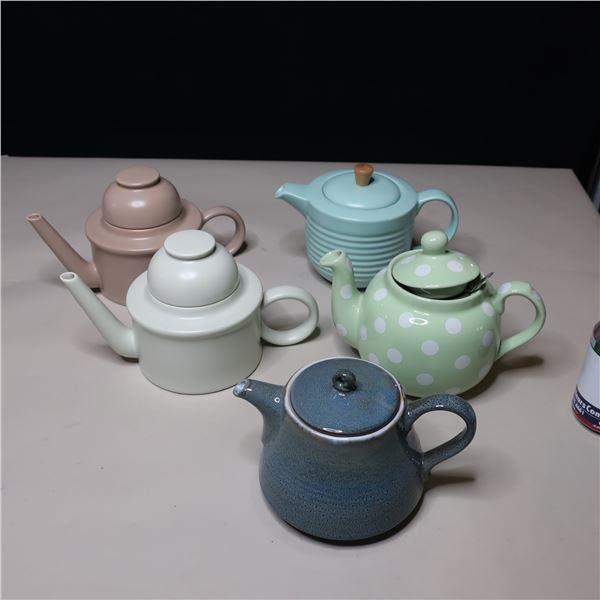 LOT: 5 ASST TEA POTS / THEIERE