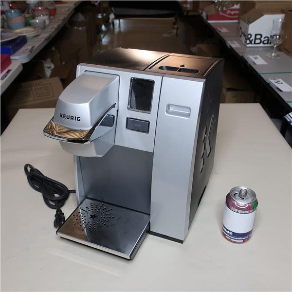 KEURIG COFFEE MACHINE (NEW) / MACHINE A CAFE