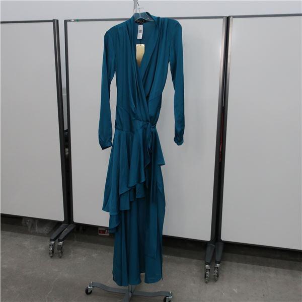 NEW - PAT BO DRESS- SIZE: 4, (MAIN CHARACTER)
