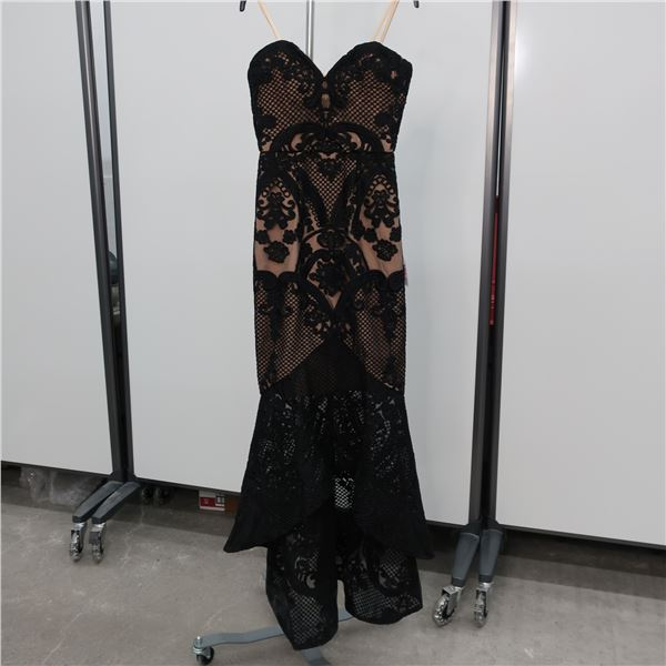 NEW - BARIANO DRESS - SIZE: 4, (MAIN CHARACTER)