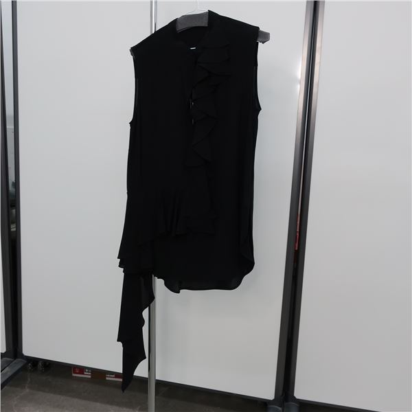 NEW - MQUEEN TOP - SIZE: 42, (MAIN CHARACTER)
