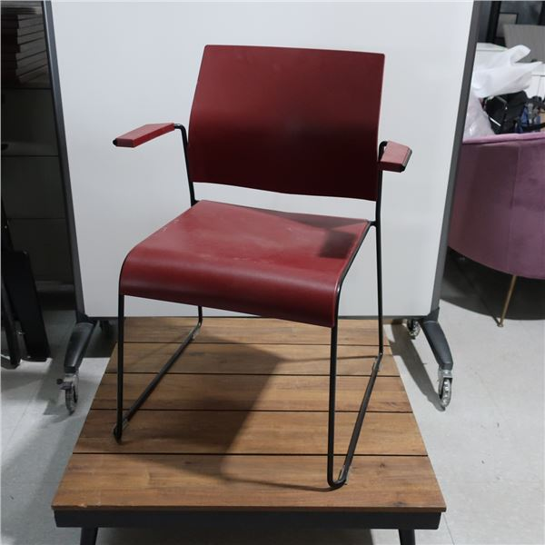 LOT: 4 STACKABLE ARMCHAIRS, BURGUNDY, METAL BASE