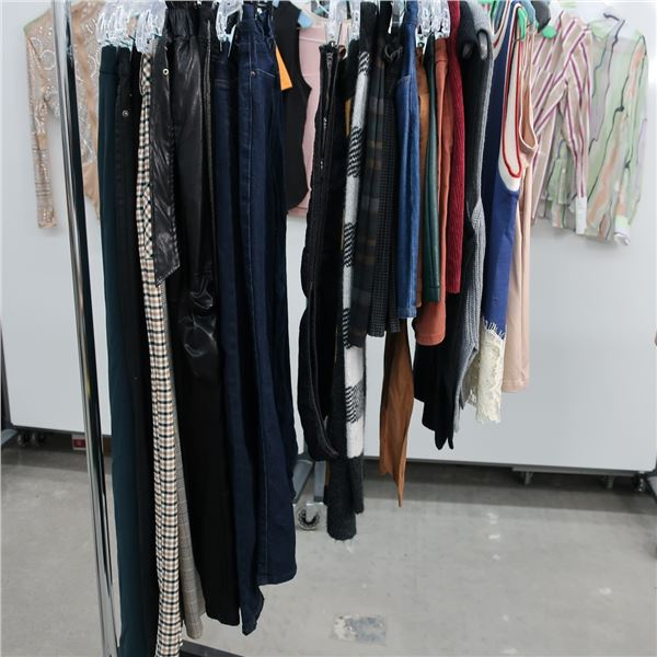 38pcs EXTRA CHARACTER WOMAN CLOTHING (MED)
