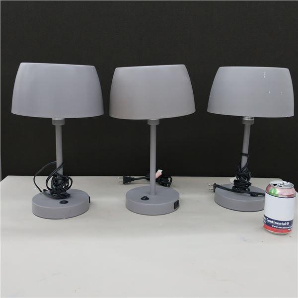 LOT: 3 TABLE LAMP W/ USB PORT