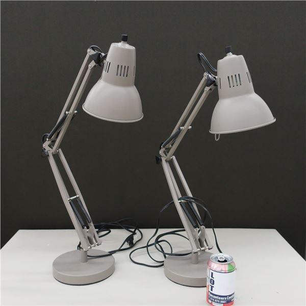 LOT: 2 DESK LAMPS