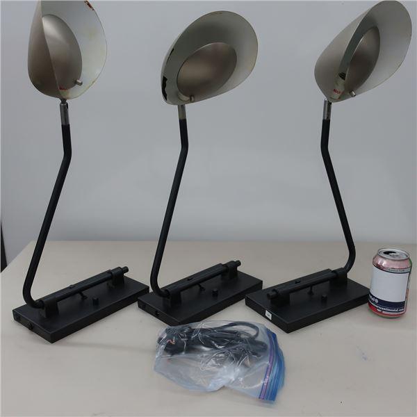LOT:3 WALL LAMPS
