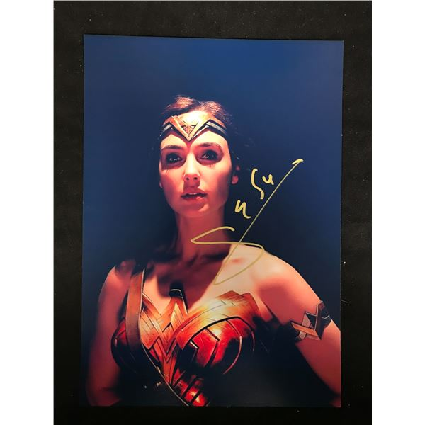GAL GADOT (WONDER WOMAN) SIGNED PHOTO (REAL AUTHENTIC COA)