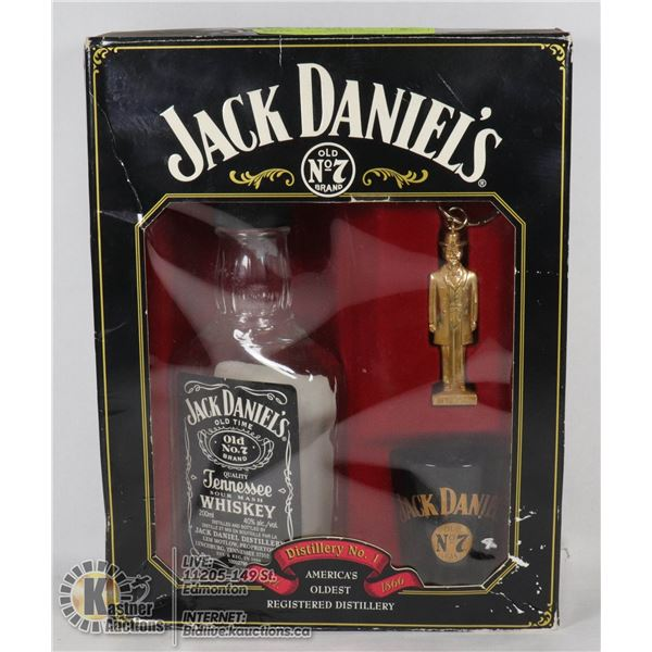 VINTAGE ORIGINAL JACK DANIELS OLD NO #7 3 PC SET BOTTLE, KEY CHAIN, SHOT GLASS IN ORIGINAL BOX