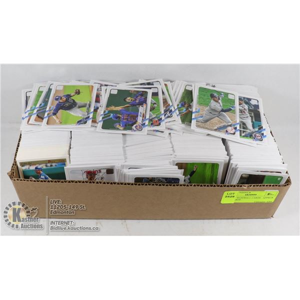 BOX OF BASEBALL CARDS - APPROX 1000 CARDS - TOPPS AND O-PEE-CHEE