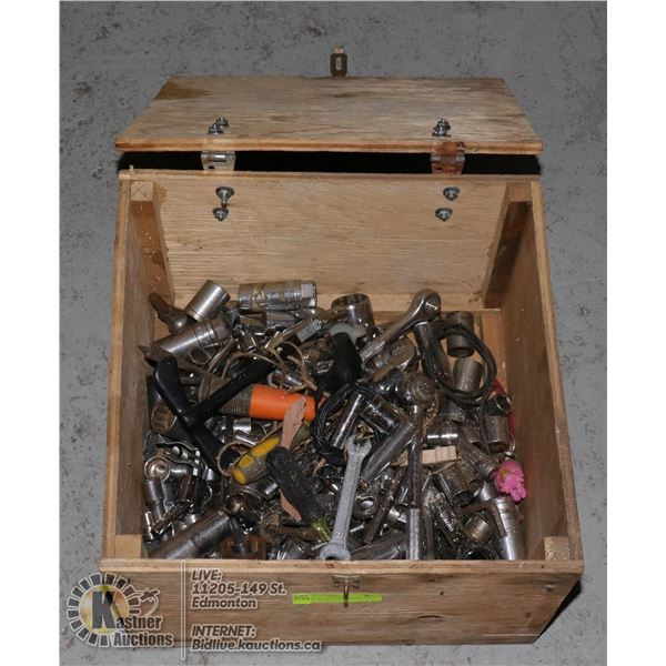 BOX OF SOCKETS DIFFERENT SIZES