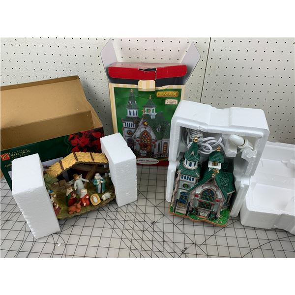 LOT OF CHRISTMAS PIECES IN BOX