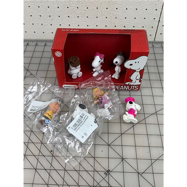 LOT OF SCHLEICH TOY SNOOPY PEANUTS NOS