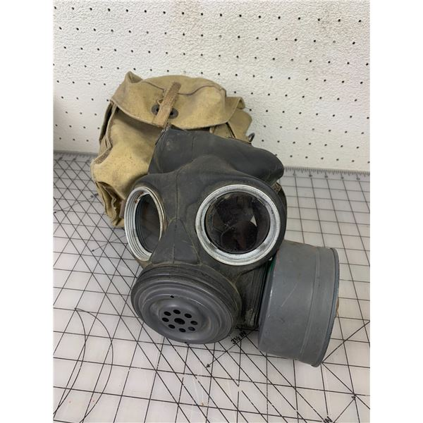 WWII 1945 GAS MASK AND CASE