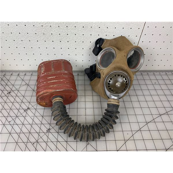 WWII 1942 GAS MASK