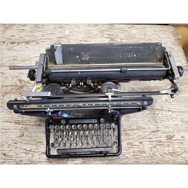 UNDERWOOD VINTAGE TYPEWRITER -WORKING