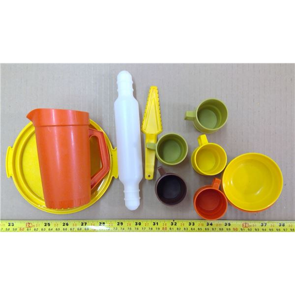 Child's Tupperware Set