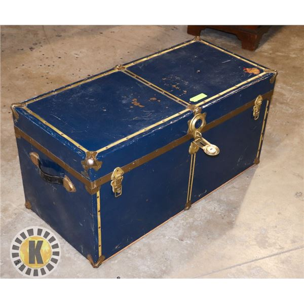 METAL BLUE WITH BRASS TRUNK NO KEY