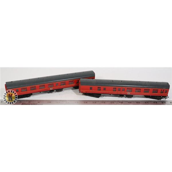 2 HOGWARTS TOY TRAINS RED AND BLACK