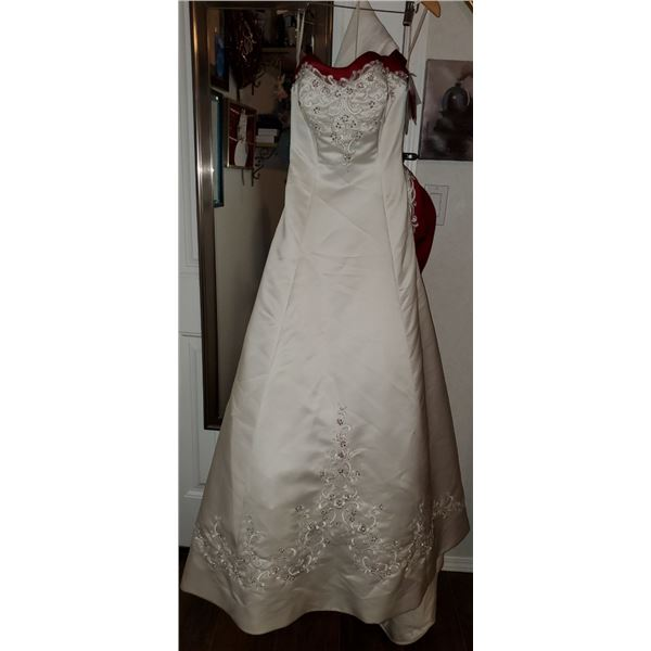 NEW SIZE 6 FORMAL GOWN