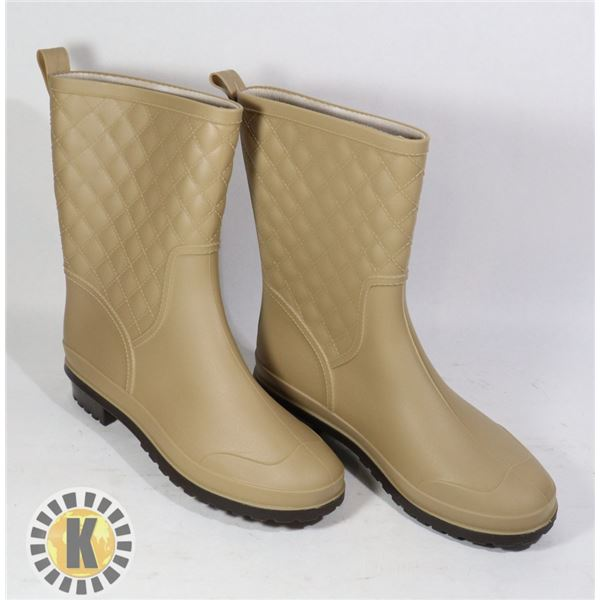 RUBBER BROWN WOMEN'S WATER BOOTS APPROX. 9-10