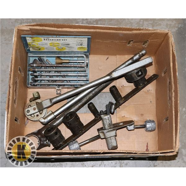 BOX OF PIPE THREADERS WITH BOX OF BITS