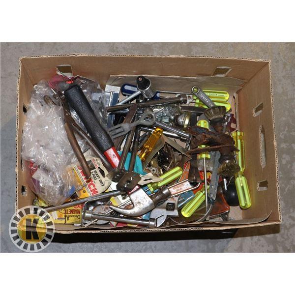 BOX OF ASSORTED ITEMS WITH ANTIQUE DOOR HANDLE