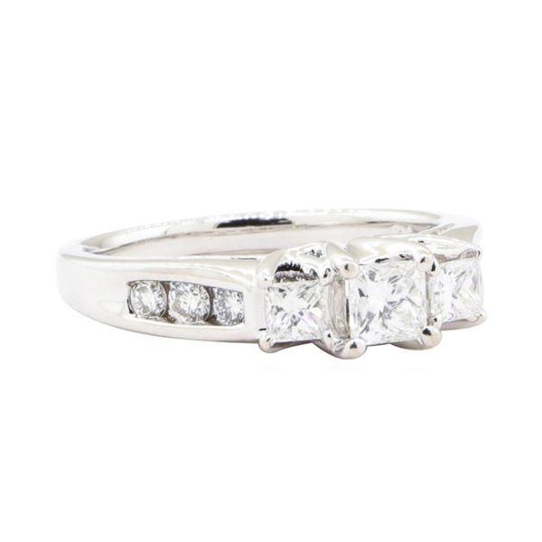 0.94 ctw Diamond Ring - 14KT White Gold