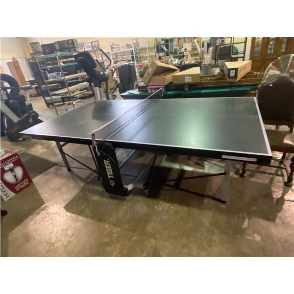 FOLDING/ROLLING TIGER T 5-72I PING PONG TABLE