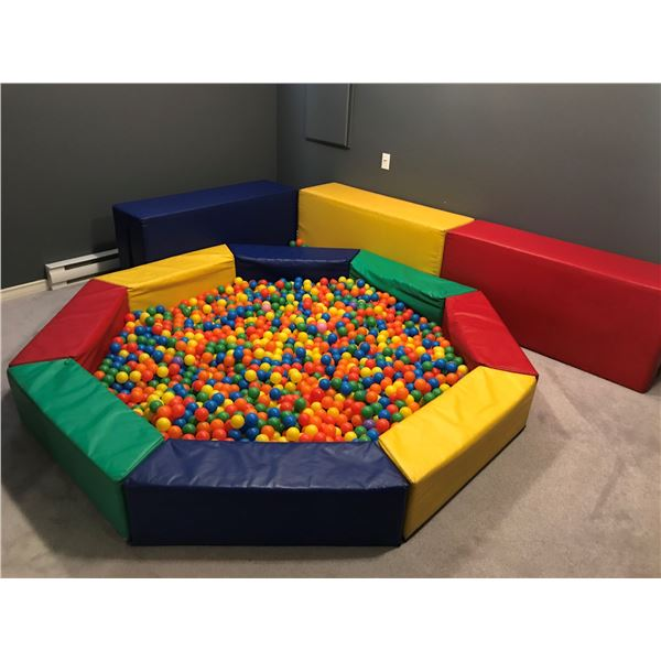 IPLAY 9 PIECE SOFT PLAY COMMERCIAL SIZE BALL PIT WITH 2 BAGS OF BALLS