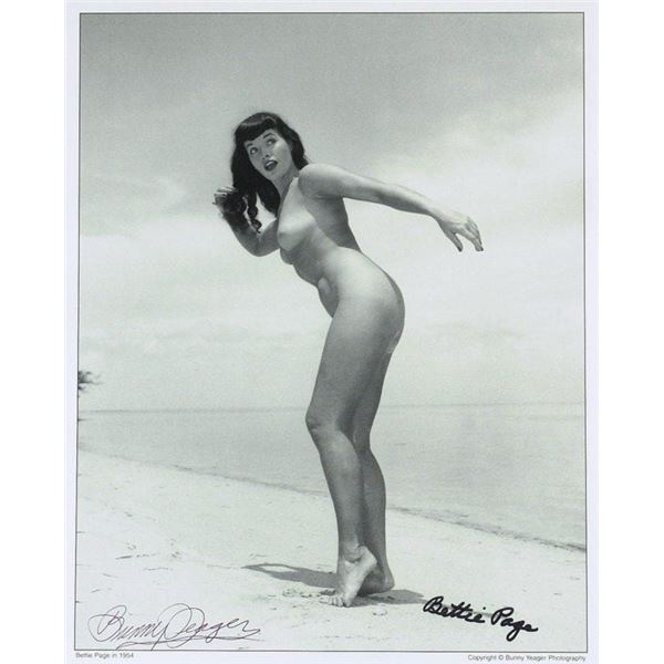 BETTIE PAGE SIGNED PHOTO.