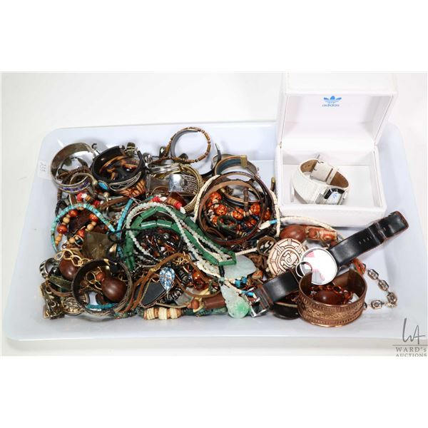 Tray lot of collectibles jewellery including silver pieces, beaded necklaces, jadeite pendants and n