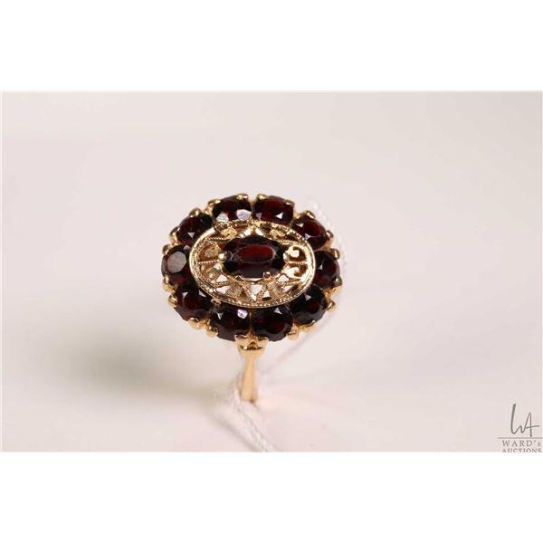 18kt yellow gold and garnet gemstone ring, set with 2.50ct of Almandine garnet gemstones, gold stamp