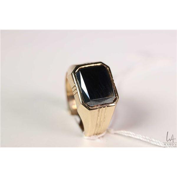 10kt yellow gold ring set with hematite gemstone size 9.5