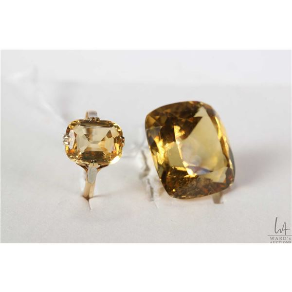 Vintage tested yellow and white gold ring set with square citrine gemstone and a square loose citrin
