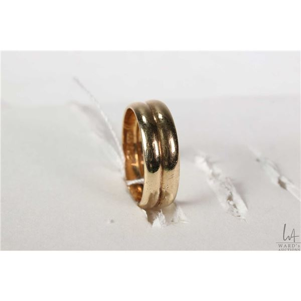 Pair of 14kt yellow gold bands fused together both with European gold marking 585, size 7.75