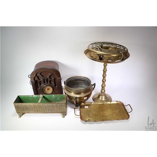 Reproduction Thomas table top radio, working at time of cataloguing, a selection of brass including