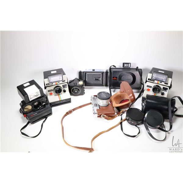 Tray lot of vintage collectible cameras including two Polariod Q-Light instant cameras, a Polariod T