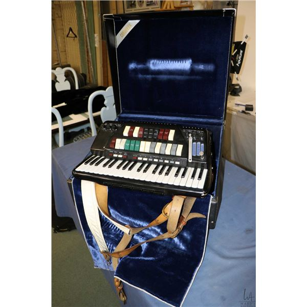 Cordovox Super V electric accordion in hard case, appears to be working, note electronics not tested